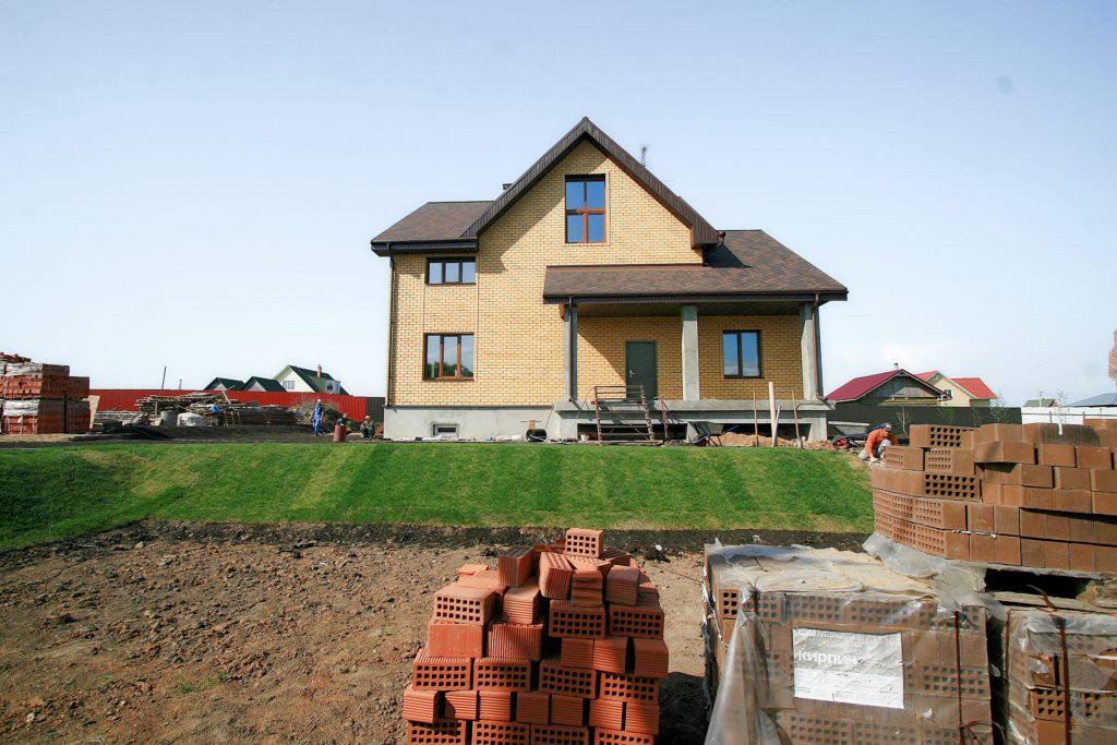 Каменный дом облицованный кирпичем